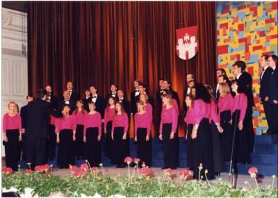 Nastop MePZ Hrast na reviji Naša pesem v Mariboru (april 1997).