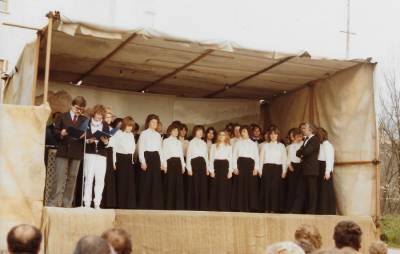 MePZ Coral di Lucinis. Napovedujeta: Vittorio Frandolič in Franka Ferletič (1983).