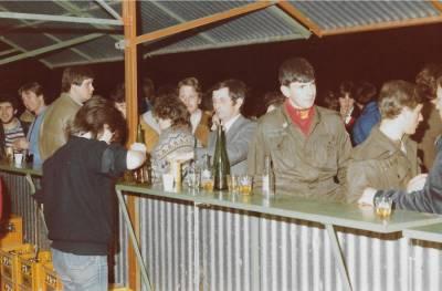 Praznik pomladi 1984. Pri kiosku.