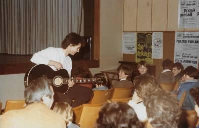 Praznik pomladi 1985. Ivo Tull med publiko.
