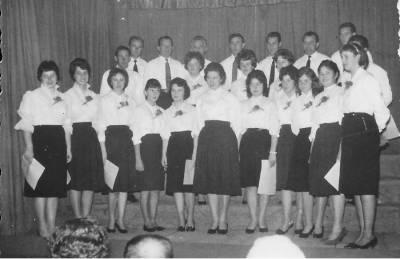 Doberdobske pevke in pevci pod vodstvom Adele Ferletič. Maja 1968