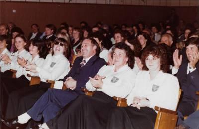 Pevci Mepz Hrast z dirigentom Karlom Lavrenčičem. 1983, župnijska dvorana v Doberdobu