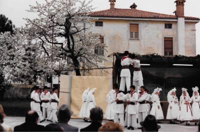 Praznik pomladi 1987. Folklorna skupina France Marolt.