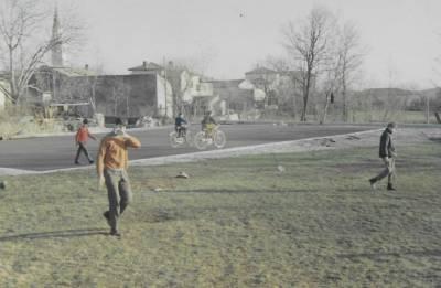 Marec 1968. Travnik pred prostorom, kjer je ravno v tistem obdobju rasla dvorana.