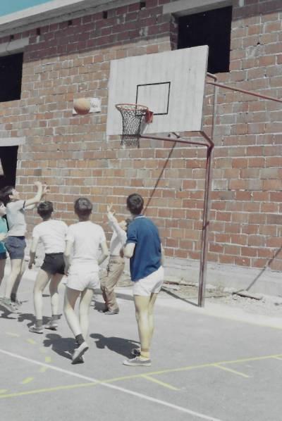 Maj 1969. Košarkarsko igrišče pred nastajajočo dvorano.