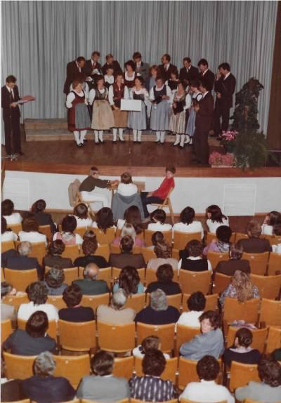 November 1983. Zbor iz Althofna v župnijski dvorani.