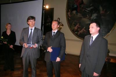 Vročitev srebrnega priznanja JSKD. Ljubljana, april 2004.