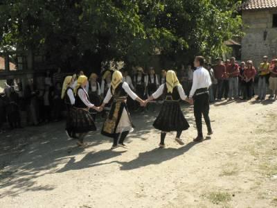 Negotin (Srbija), tradicionalno kolo. September 2007.