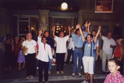 Veselje po tretjem mestu na tekmovanju v Arezzu 2003.