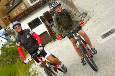Claudio in Elija, kolesarja na Višarjah, 2011